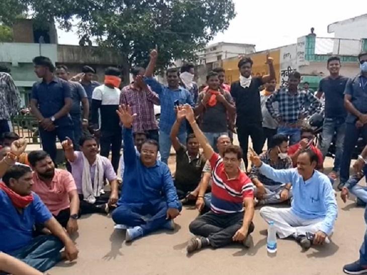 सदस्य प्रमोद शर्मा ने थाने की ताकत पर लगाया था और 20 लाख मेवा लेंस को कमजोर करने की स्थिति में थे।