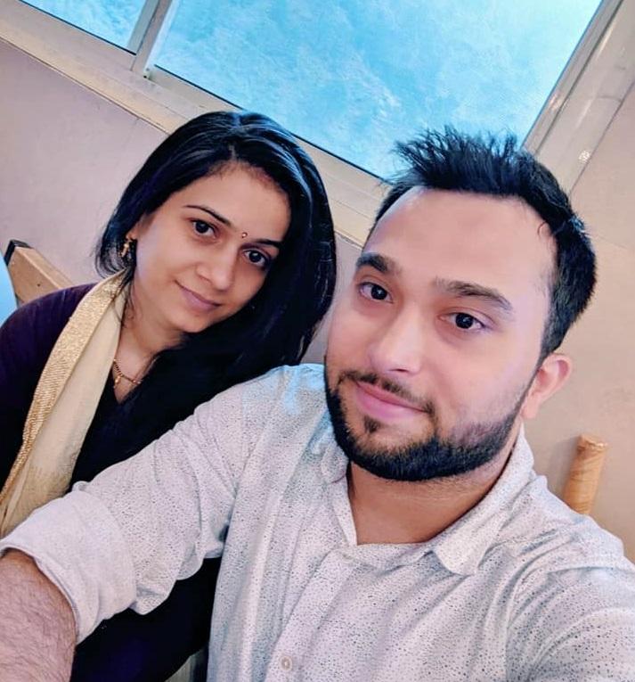 वंदना मिश्रा पति राम द्विवेदी के साथ