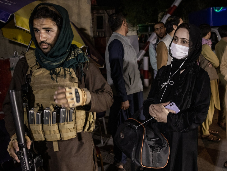 काबुल की सड़कों पर तालिबान पहरा दे रहे हैं। (फाइल)