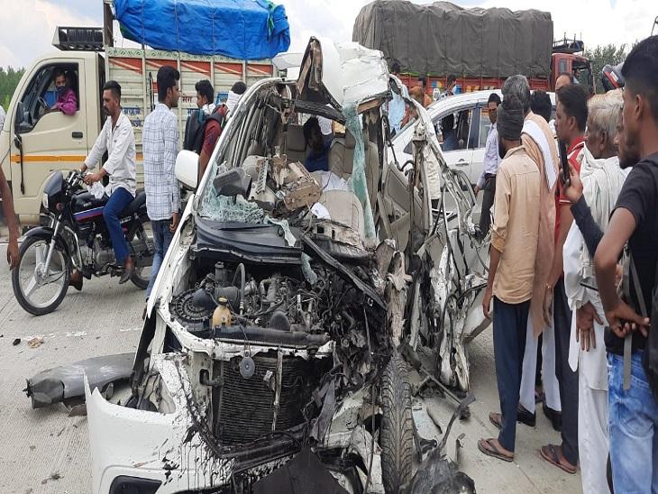 पिछला टायर फटने से अनियंत्रित कार सड़क किनारे खड़े डंपर से टकराई, हरिद्वार से अस्थियां विसर्जित कर पंजाब लौट रहा था परिवार, 4 की हालत गंभीर सहारनपुर,Saharanpur - Dainik Bhaskar