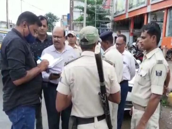 बैंक से पैसा निकाल कर जा रहा था शिक्षक, पीछे से आए दो बाइक सवार अपराधियों ने झपटामार लूट लिए|औरंगाबाद (बिहार),Aurangabad (Bihar) - Dainik Bhaskar