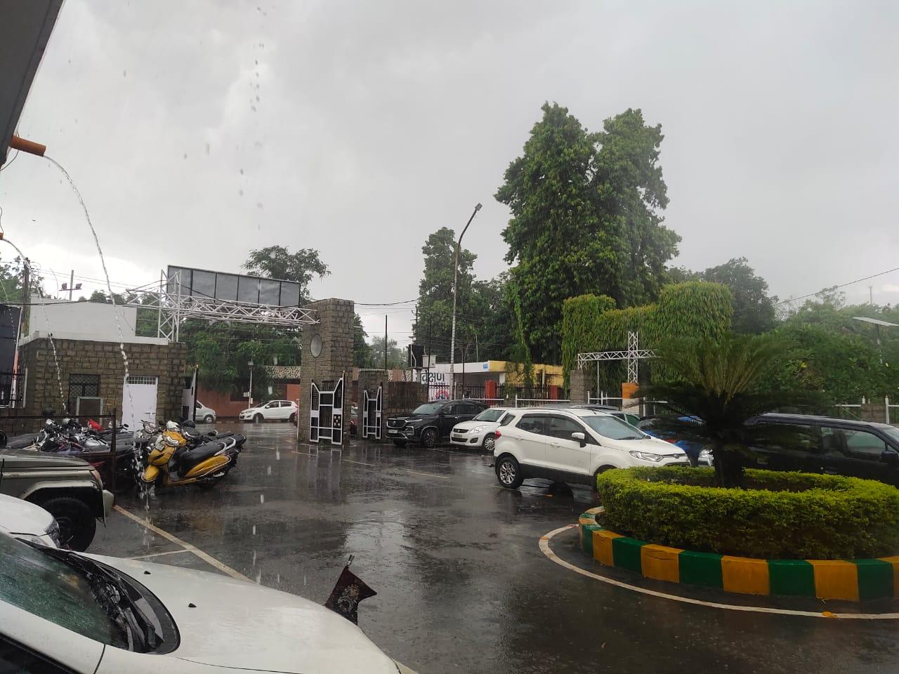 मोतीझील एरिया में हुई झमाझम बारिश।