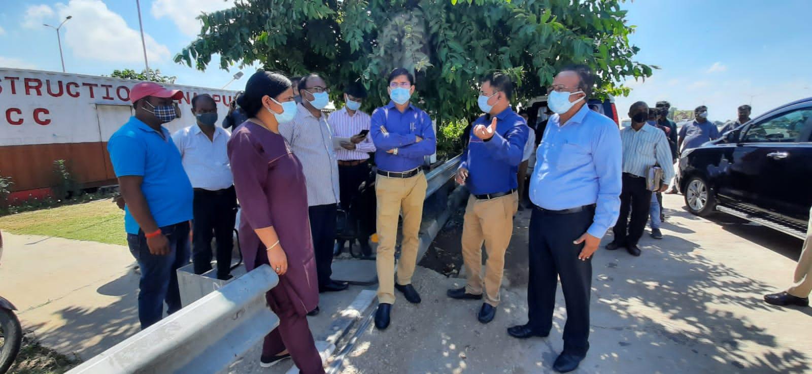 एत्मादपुर रहनकलां का निरीक्षण करती टीम व् अधिकारी