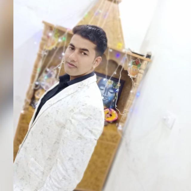 पेट्रोल खत्म होने पर यूपी के रहने वाले तीन लोग कार को मार रहे थे धक्का, पीछे से आए कैंटर ने कुचला और कार को भी 250 मीटर तक घसीटा|रोहतक,Rohtak - Dainik Bhaskar