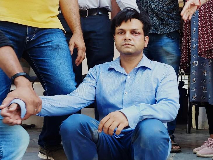 पुलिस पकड़ में आरोपी साेनू जाट। - Dainik Bhaskar