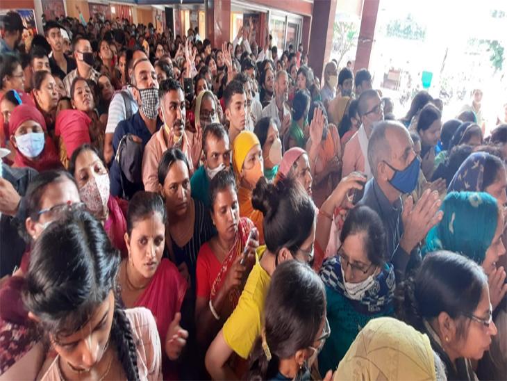 आज राधाअष्टमी के मौके काफी संख्या में भक्त मंदिर पहुंचे
