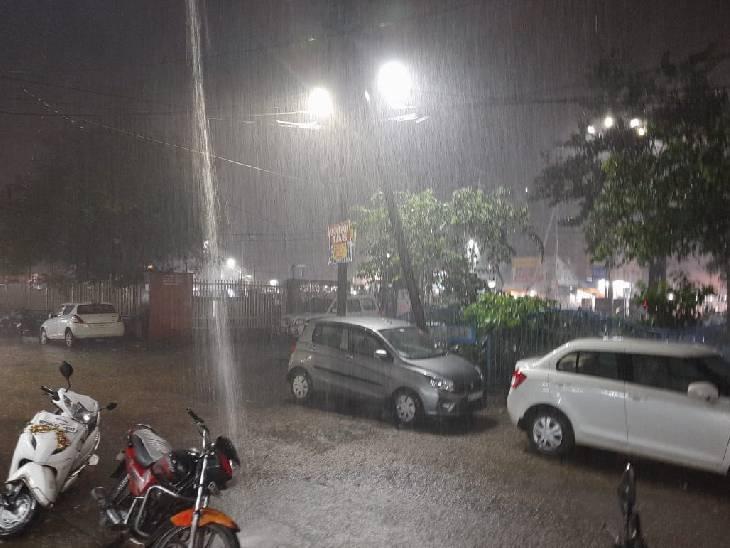 गरज-चमक के साथ तेज पानी गिर रहा, कई इलाकों में पानी भरा; 14 जिलों में भारी बारिश की चेतावनी|मध्य प्रदेश,Madhya Pradesh - Dainik Bhaskar