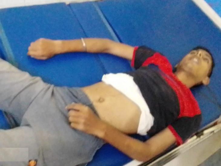 रेक्सीन दुकान बंद कर बाइक से वापस घर जा रहा था, सामने से आ रही बाइक के साथ हुई टक्कर; एक की मौत, तीन जख्मी भोजपुर,Bhojpur - Dainik Bhaskar