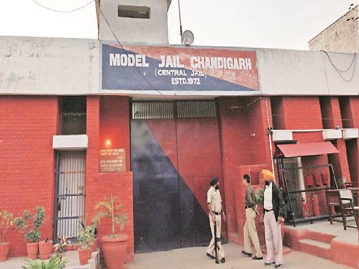 बुड़ैल जेल से चलाए जा रहे कथित जबरन वसूली रैकेट में चंडीगढ़ पुलिस ने 2 आरोपियों के खिलाफ चार्जशीट दायर की है। - Dainik Bhaskar