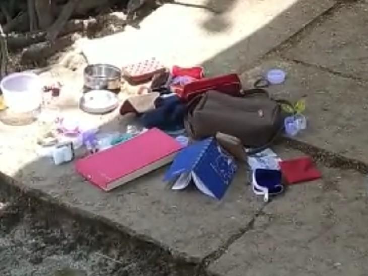 घर में सो रहा था परिवार, चोर पीछे के दरवाजे में छेदकर कुंडी खोलकर घुसे, आंगन में पड़े मिले गहनों के बॉक्स|सागर,Sagar - Dainik Bhaskar