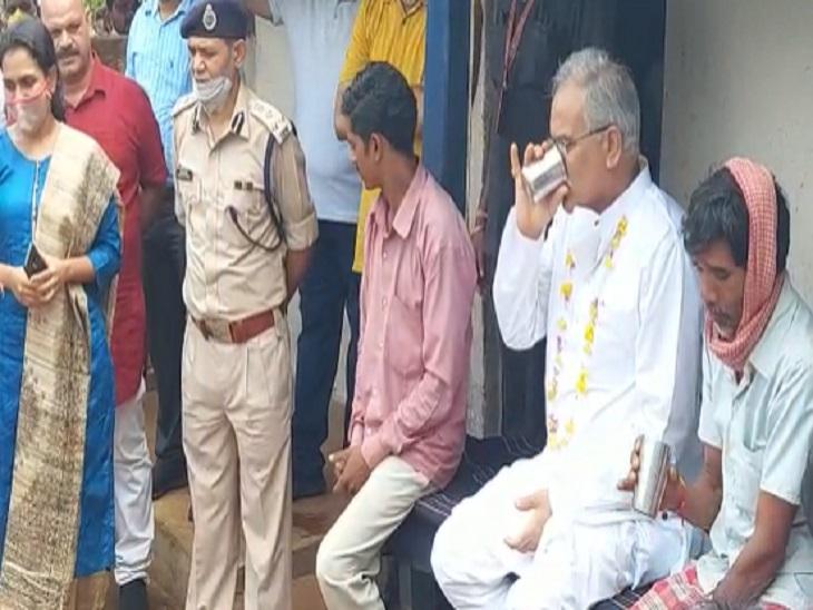 राजमेरगढ़ में भूपेश बघेल ने रमेश बैगा के घर पी थी चाय; रमेश बोला-चाय बहुत मीठी हो गई थी, CM से की अपील- दुबारा आएं, अच्छी चाय पिलाऊंगा|छत्तीसगढ़,Chhattisgarh - Dainik Bhaskar