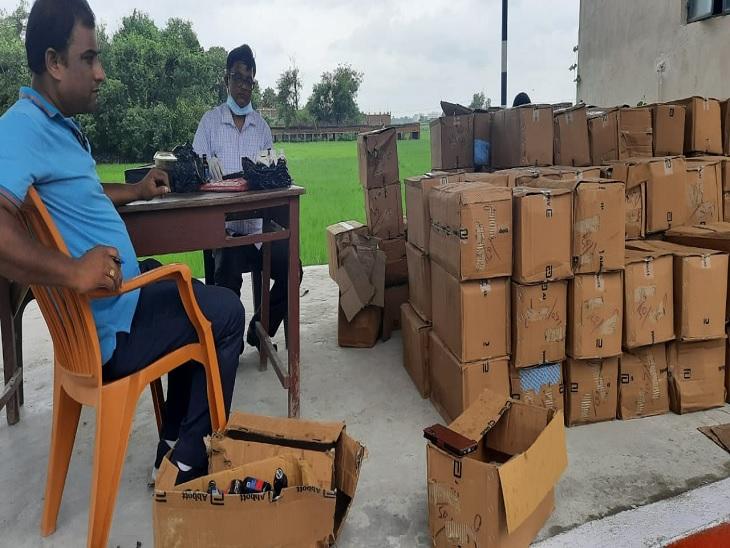 50 से अधिक पेटियों में भरकर ट्रक के सहारे कानपुर से गुवाहाटी ले जा रहे थे, पुलिस को जांच के दौरान किया गिरफ्तार|रोहतास,Rohtas - Dainik Bhaskar