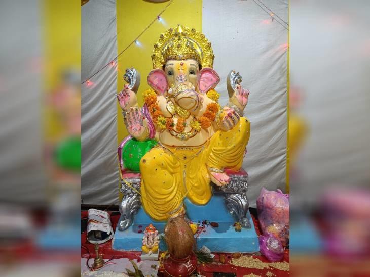 राजगढ़ के खिलचीपुर आनन्द बिहार गणेश उत्सव समिति की ओर से गायत्री कॉलोनी में स्थापित की गई है। पिछले तीन वर्षों से कॉलोनी के लोग यहां गणेश जी की प्रतिमा की स्थापना कर रहे हैं।