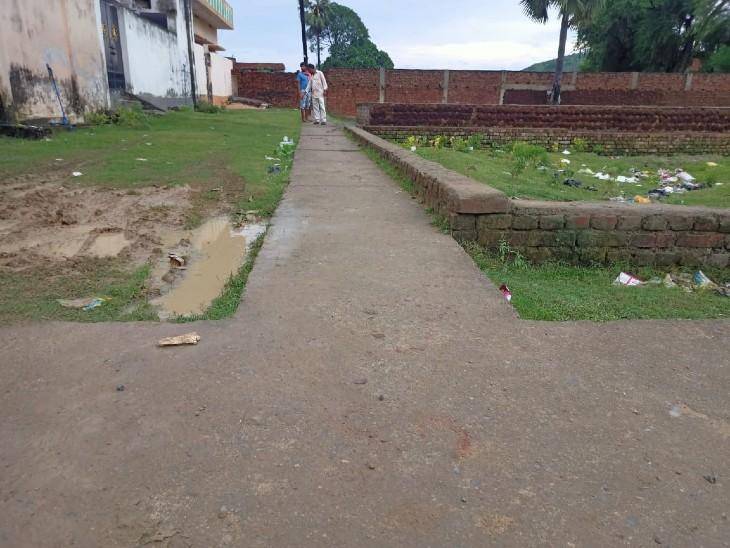 मानपुर मोहल्ले में सरेआम मारी तीन गोलियां, मौके पर ही मौत, आरोपियों की गिरफ्तारी के लिए पुलिस कर रही छापेमारी बिहार,Bihar - Dainik Bhaskar
