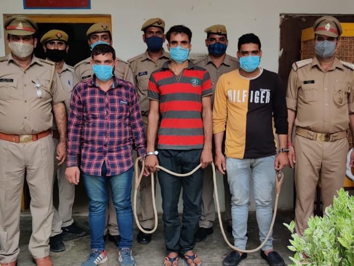 तेलंगाना एक्सप्रेस में मिले दो बैग से मिले असलहे सिक्योरिटी गार्ड के निकले बिना लाइसेंस बंदूक रखकर कर रहे थे सिक्योरिटी गार्ड की नौकरी, झाँसी जीआरपी ने पकड़ा|झांसी,Jhansi - Dainik Bhaskar