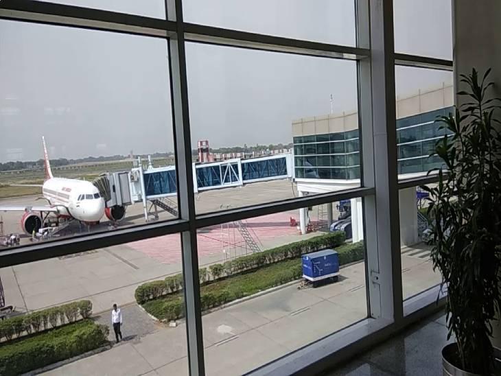 दिल्ली से रांची और बेंगलुरु से पटना जा रहे 2 विमानों को वाराणसी में उतारा गया; मौसम साफ होने के बाद वापस गंतव्य पर उड़े विमान|वाराणसी,Varanasi - Dainik Bhaskar