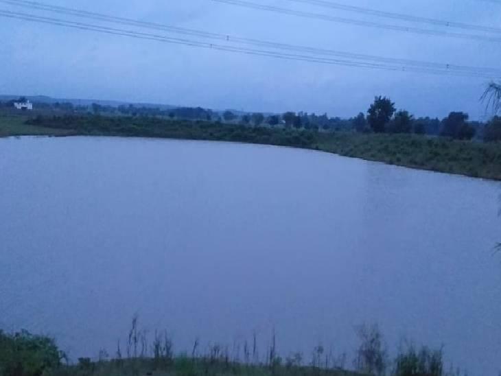 इसी तालाब में डूबने से हुई चारों लड़कियों की मौत।