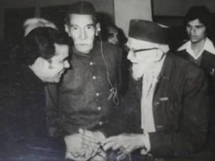 1977 में राजा महेंद्र प्रताप सिंह को अलीगढ़ मुस्लिम यूनिवर्सिटी के शताब्दी समारोह में मुख्य अतिथि बनाया गया था।