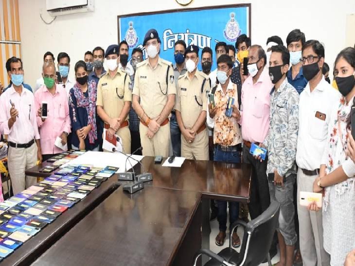 जबलपुर पुलिस ने 125 मोबाइल आवेदकों को तलाश कर लौटाए, 8 महीने में 339 मोबाइल ढूंढ चुकी है साइबर सेल जबलपुर,Jabalpur - Dainik Bhaskar