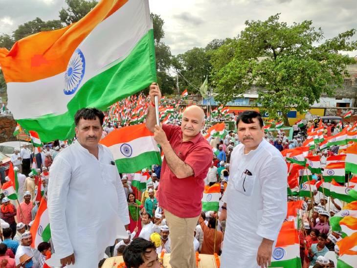 अयोध्या में तिरंगा यात्रा का नेतृत्व मनीष सिसोदिया ने की।