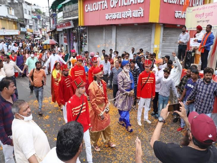 अमर शहीद राजा शंकरशाह व कुंवरशाह 164 साल पहले 14 सितंबर को हुए थे गिरफ्तार, निकाली गई बलिदान स्मृति यात्रा|जबलपुर,Jabalpur - Dainik Bhaskar