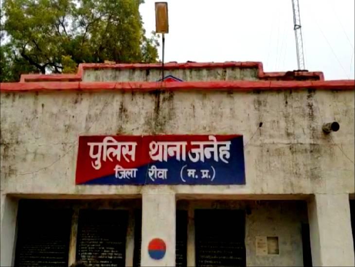 एक दिन पहले शौंच करने गई किशोरी का दूसरे दिन खदान में मिला शव, हत्या व आत्महत्या में उलझी पुलिस|रीवा,Rewa - Dainik Bhaskar