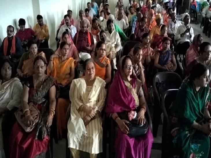 भाजपा के प्रबुद्ध जन वर्ग सम्मेलन में मौजूद महिलाएं।