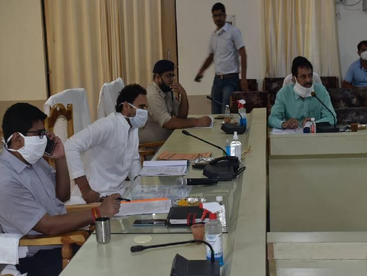 अंबेडकरनगर में सांसद ने सड़क सुरक्षा को लेकर की बैठक। - Dainik Bhaskar