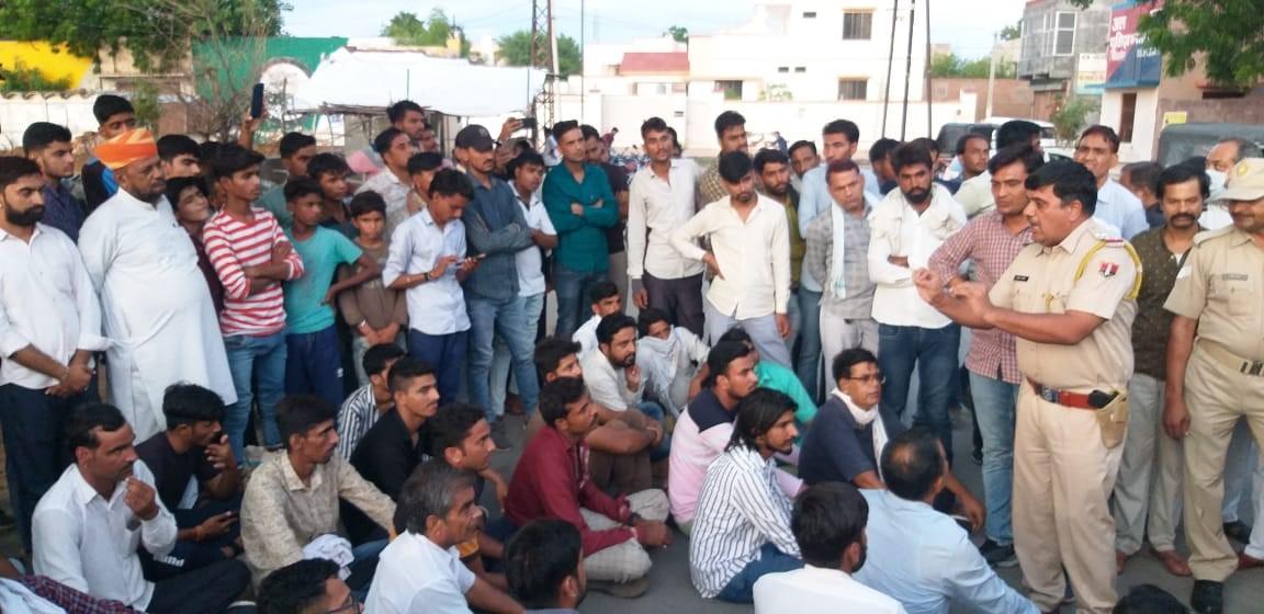 बीकानेर के नोखा में धर्मांतरण के आरोप पर आमने सामने हुए दो पक्ष, थाने तक पहुंचा मामला, अब कस्बा बंद करने की चेतावनी|बीकानेर,Bikaner - Dainik Bhaskar