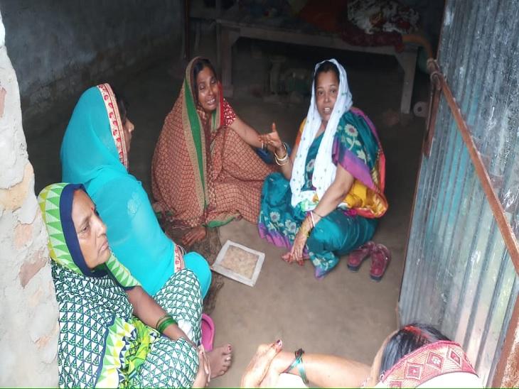 तबियत खराब होने पर पहुंचे थे हॉस्पिटल, स्वास्थ्य कर्मियों ने नहीं खोला गेट; वृद्ध की हुई मौत|बक्सर,Buxar - Dainik Bhaskar