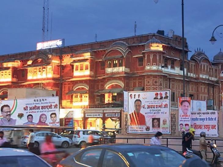 हेरिटेज की बिगाड़ी सूरत, 14 को महेश जोशी, 15 सितंबर को अमीन कागजी के जन्मदिन पर बड़ी चौपड़ पर बधाई संदेशों के पोस्टर लगाए गए हैं। - Dainik Bhaskar