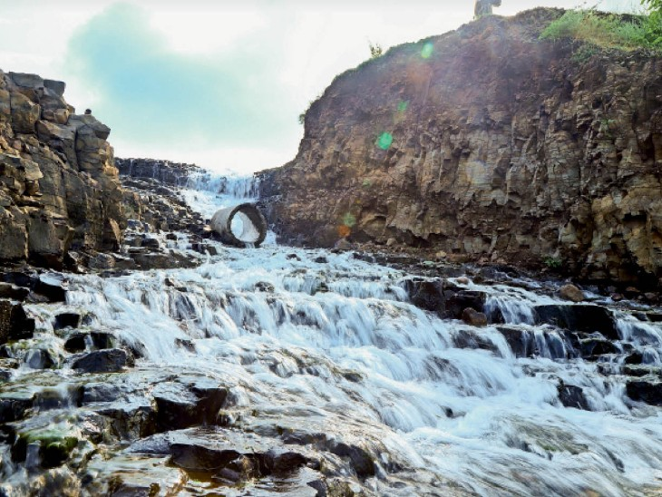 अच्छा संयोग; 20 मिनट की बारिश से माही बांध में 1.25 मीटर पानी आया|बांसवाड़ा,Banswara - Dainik Bhaskar