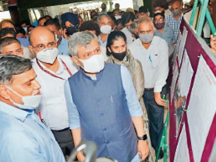 रेलमंत्री ने कटड़ा स्टेशन पर बुनियादी ढांचे और यात्री सुविधाओं के विस्तार की रखी आधारशिला, वैष्णव ने यात्रियों से लिया फीड बैक|दिल्ली + एनसीआर,Delhi + NCR - Dainik Bhaskar