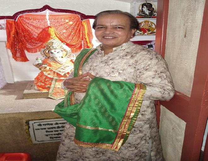 दुर्गा मंदिर पुजारी पंडित श्यामलाल शास्त्री।