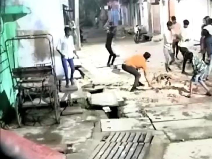 विवाद पर दो पक्षों में जमकर चले पत्थर, एक पक्ष ने हवाई फायरिंग भी की, वीडियो सामने आने के बाद जांच में लगी पुलिस|भरतपुर,Bharatpur - Dainik Bhaskar