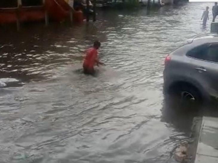 मंगलवार को चंद्रभागा, रावजी बाजार, छत्रीबाग में घुटनों तक पानी भराया, सुबह तक कुल पौने दो इंच बारिश, 16 सितंबर को भारी बारिश की संभावना|इंदौर,Indore - Dainik Bhaskar