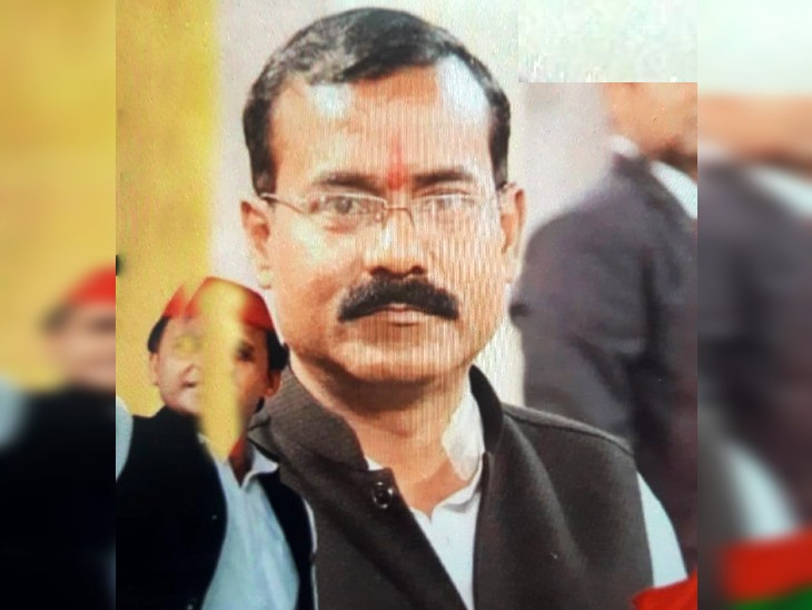 अपने ही होटल के बेसमेंट में फंदे पर लटकता मिला शव, परिवार ने पोस्टमार्टम से किया इन्कार; आर्थिक तंगी पर अटकी जांच की सुई|आगरा,Agra - Dainik Bhaskar
