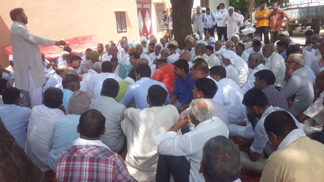 एसटीपी लगाने के विरोध में पंचायत - Dainik Bhaskar