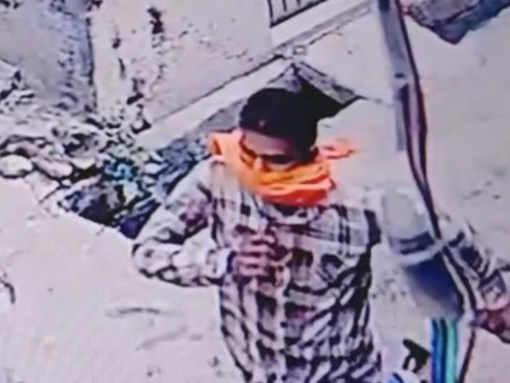 पहचान छिपाने के लिए चेहरा कपड़े से ढका, मंदिर से लौट रही बुजुर्ग महिला का पीछा किया, गले से 2 तोले की सोने की चेन तोड़कर फरार|कोटा,Kota - Dainik Bhaskar