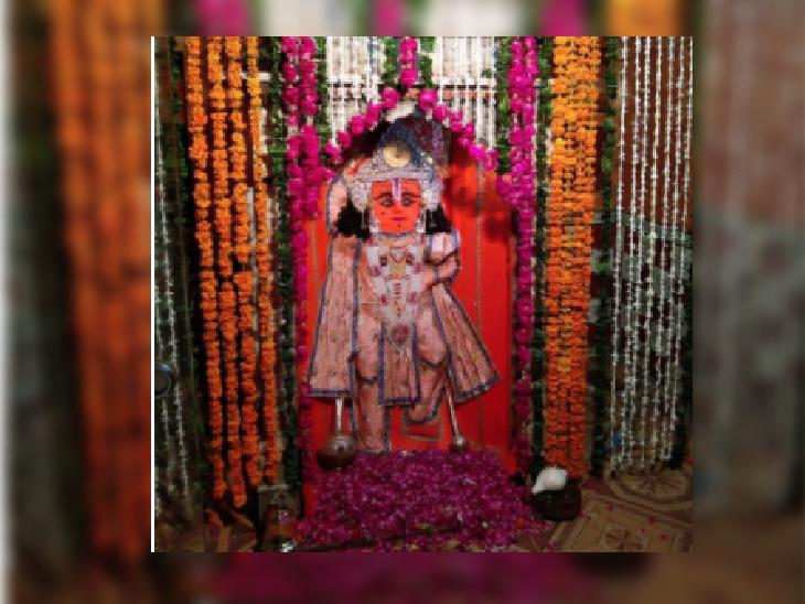 बुढ़वा मंगल पर हनुमान मंदिर पर चल रहे धार्मिक अनुष्ठान, मंदिर पर लगा श्रद्धा का मेला, दूर-दूर से पैदल चलकर आ रहे श्रद्धालु|भिंड,Bhind - Dainik Bhaskar