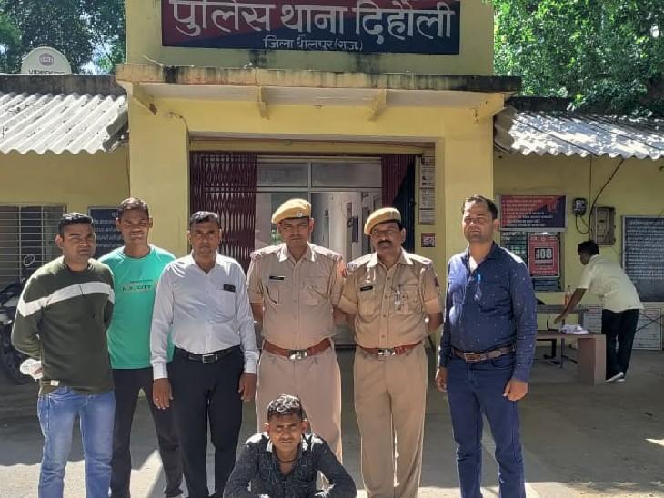 दिहौली व राजाखेड़ा पुलिस से मारपीट कर बजरी से भरा ट्रेक्टर लेकर भागा था,5 हजार का इनामी बदमाश गिरफ्तार,नाबालिग निरुद्ध|धौलपुर,Dholpur - Dainik Bhaskar