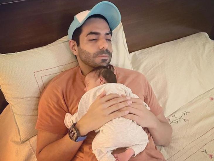 आयुष्मान खुराना के बाद पापा अपारशक्ति खुराना ने शेयर की बेटी संग खूबसूरत तस्वीर, लिखा- मेरी अर्जियां|बॉलीवुड,Bollywood - Dainik Bhaskar