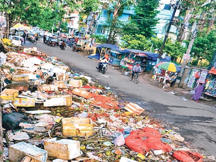 कूड़े पर घूम रहे जानवरों से वायरल इन्सेफ्लाइटिस का खतरा, गीले कचरे पर धूप से हवा में बढ़ रही मिथेन गैस पटना,Patna - Dainik Bhaskar