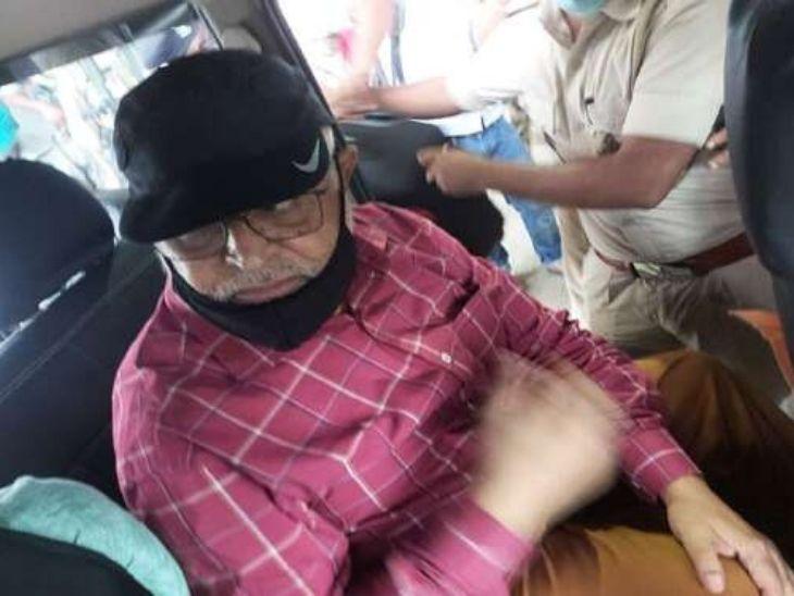पुलिस अज्ञात जगह में रखकर अगले तीन दिनों तक सुनील तिवारी से पूछताछ करेगी।