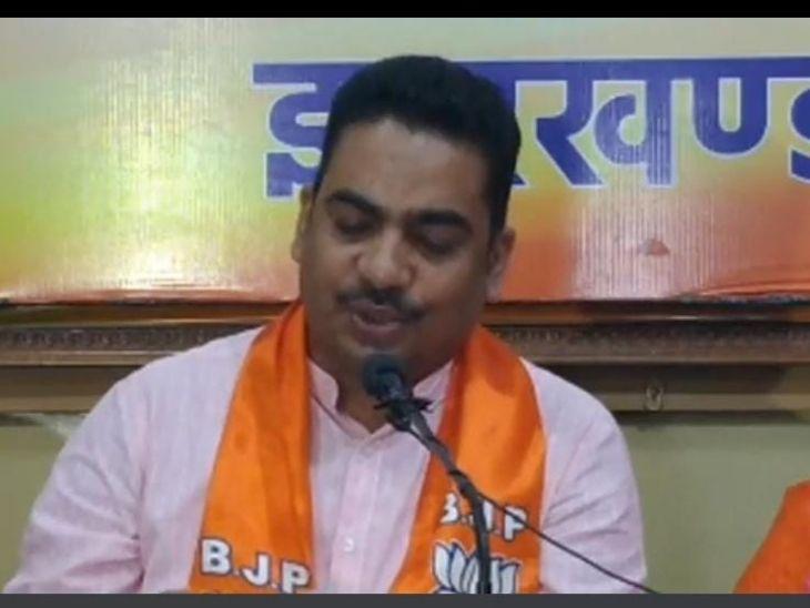 भानु प्रताप शाही ने हेमंत सोरेन से सवाल पूछा है कि अगर उनकी नजर में बिहार की बोली इतनी ही खराब है तो वे RJD के साथ गठनबंधन की सरकार कैसे चला रहे हैं। - Dainik Bhaskar