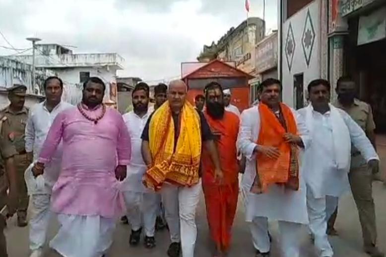 यात्रा की अगुवाई करेंगे दिल्ली के डिप्टी सीएम मनीष सिसोदिया व सांसद संजय  सिंह,महंतों ने मंदिरों के पूजन को बताया पार्टी का दोहरा चरित्र ...
