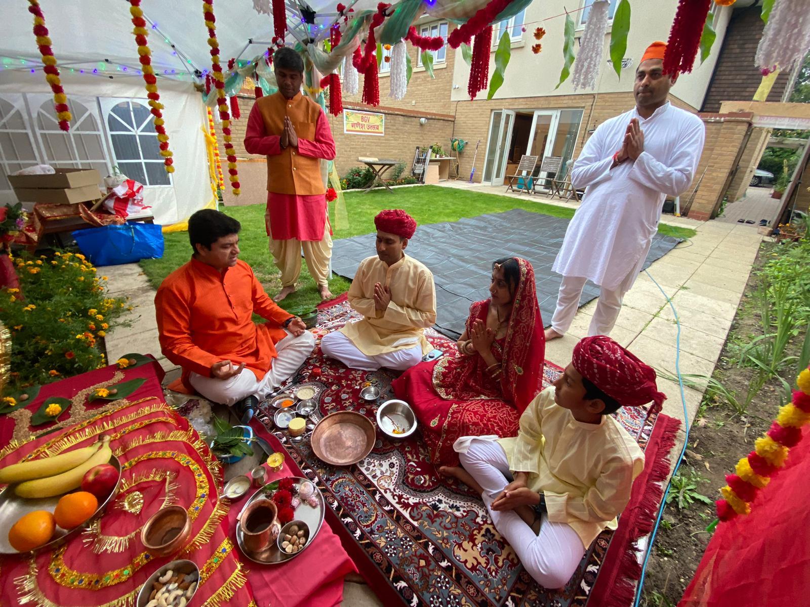 ग्रेटर लंदन में भारतीय मौहल्ले में विराजे गणपति Southend-on-Sea में विसर्जन, मोदक के केक का भोग लगाया, सत्यनाराण की पूजा भी की|जोधपुर,Jodhpur - Dainik Bhaskar