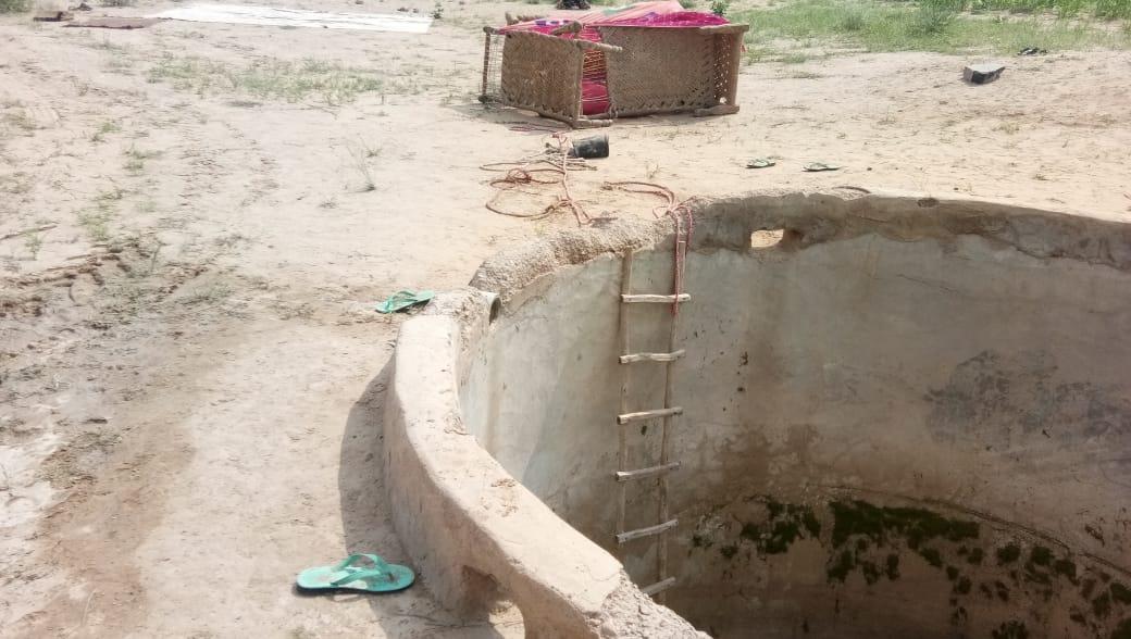 अपने तीन बच्चों के साथ टांके में कूदी महिला, डूबने से मौत, 7 साल के बेटे ने टांके में लगा पत्थर पकड़कर बचाई जान|बाड़मेर,Barmer - Dainik Bhaskar