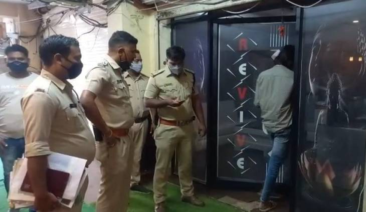 घटना की शिकायत मिलने के बाद माधव नगर पुलिस स्पा सेंटर पर पहुंची।