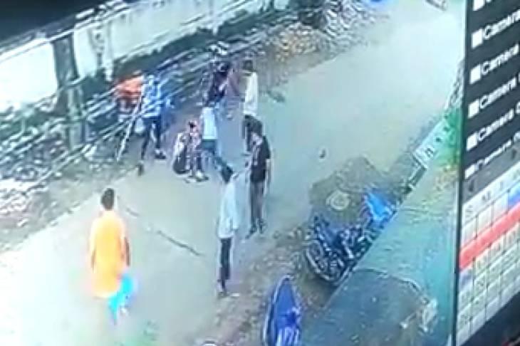 स्पा सेंटर के कर्मचारियों ने युवक की पिटाई कर दी।